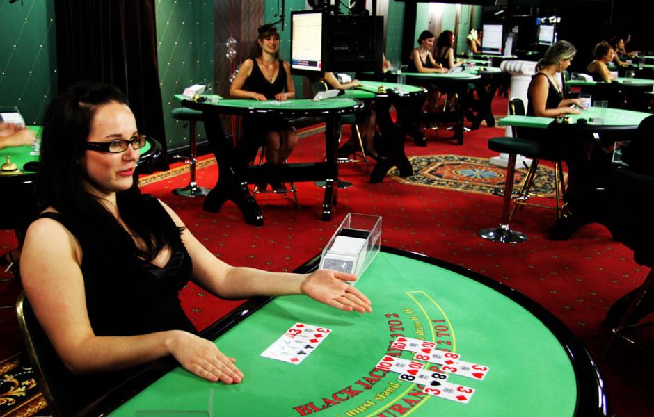 menikmati-judi-online-dengan-live-casino-online-940x600